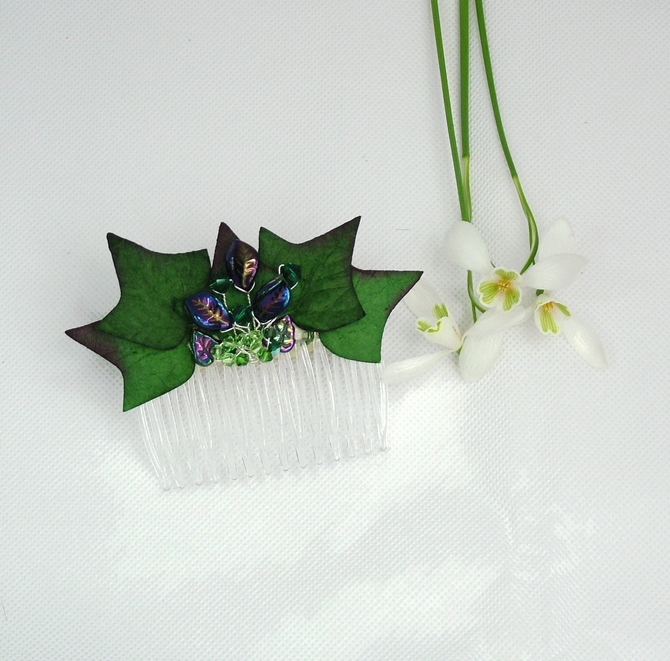 Ivy leaf comb with green Swarovski crystals